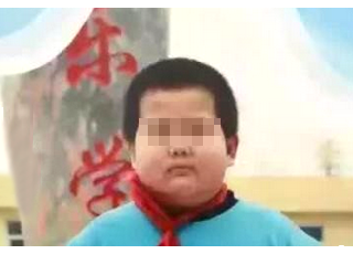 男孩带水枪离家:爸妈我走了 闯江湖去了