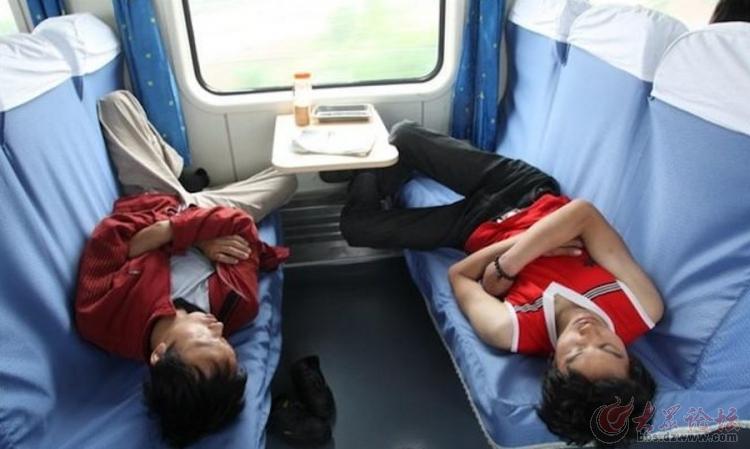 春运回家之火车睡姿百相 [31图片]