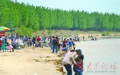 对此,济南百里黄河风景区经理王新平表示,园区只有十几名工作
