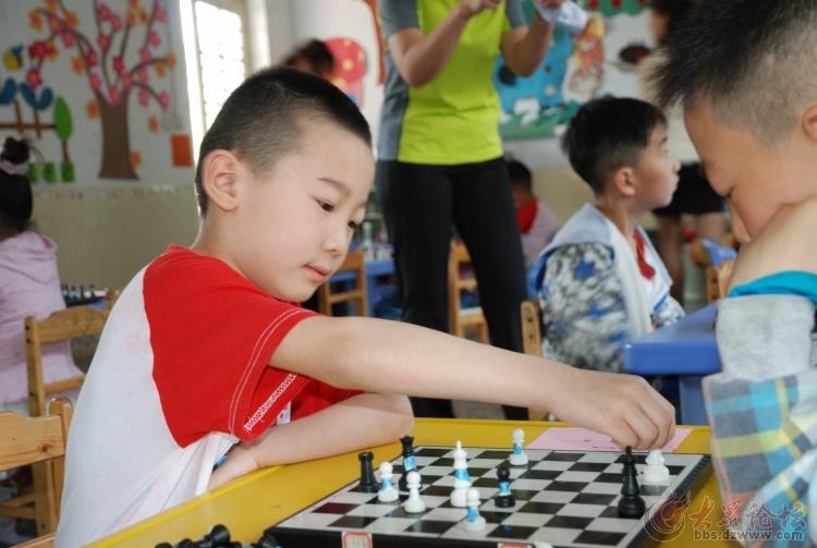 峄城区实验幼儿园国际象棋比赛掠影(图片)