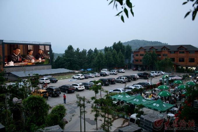 沃自驾游营地内,玩儿您可以攀岩,打真人cs,举行篝火晚会,看汽车电影等