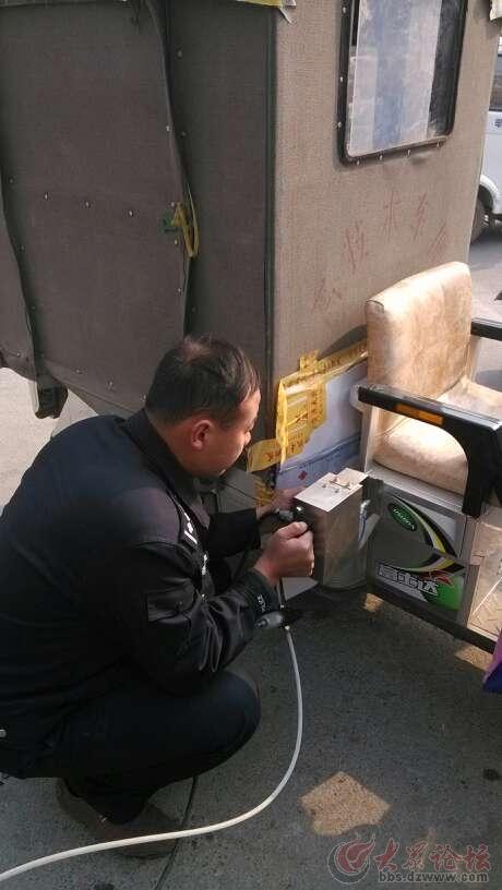 在牡丹区东关小学门口免费为电动车登记打码了晚托小学班南通图片