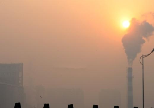 实拍雾霾下的青岛 倡议乘公交出行