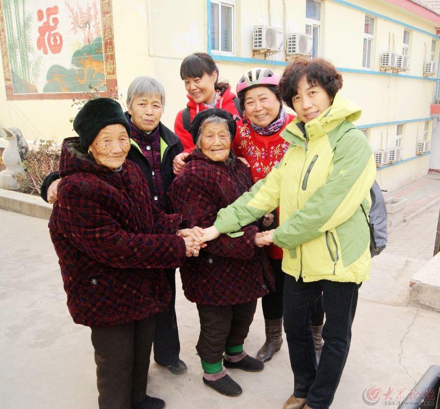 联盟 老人/两个老人是姐妹俩,姐姐95岁。妹妹90岁...