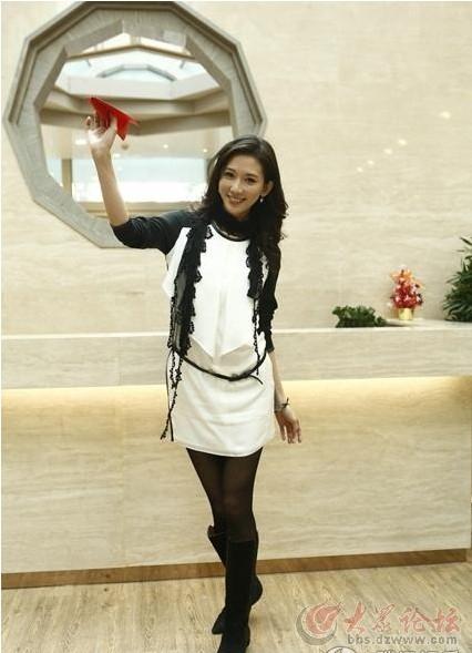 美女林志玲大姐姐节目录制现场玩儿*飞机