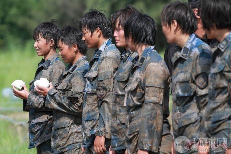 美国女兵与中国女兵!网友评:不用对阵 胜负已分