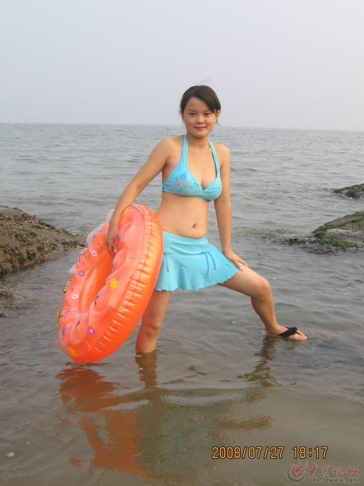 夏天海边美女随拍 景美人更美 日照论坛