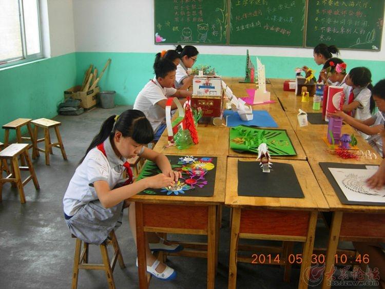 """小学生利用废弃物制作工艺品----庆祝""""六五""""世界环境"""
