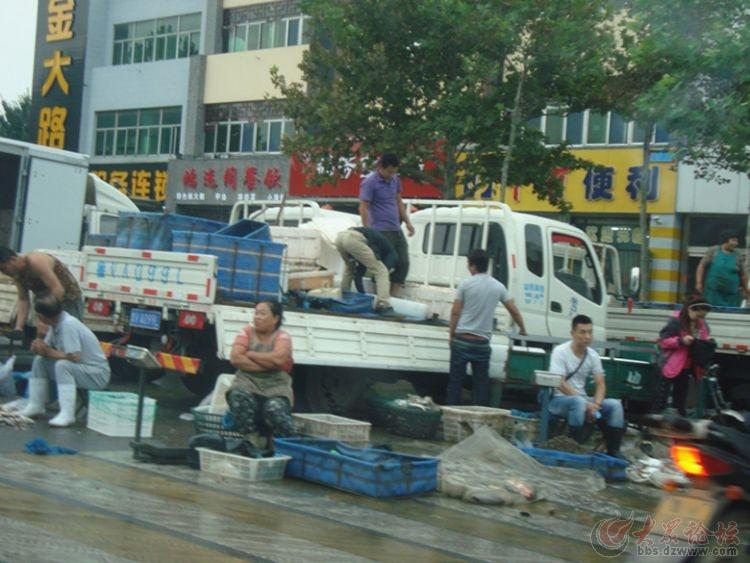 超级马路海鲜市场就在潍坊奎文区健康东街,各种不同