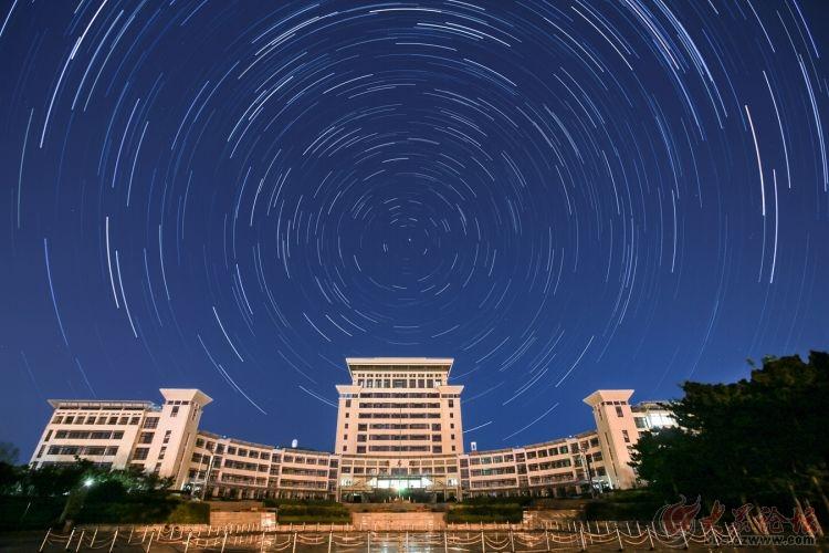 威海 山大 图书馆 星轨图图片