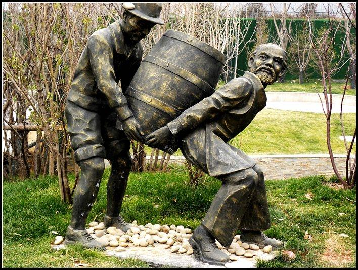 泰安威尼斯红酒一条街雕塑