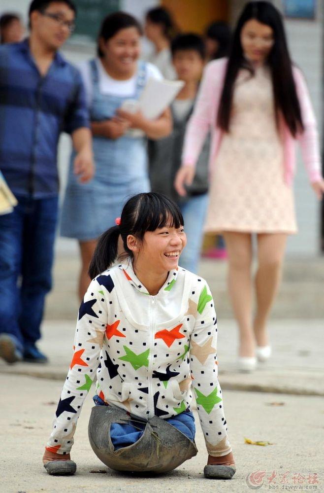 贵州一女儿舍身救母失去双腿,在她身上我看到了坚强