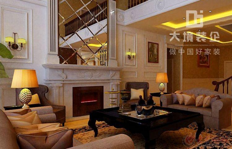 在配饰上,金黄色和棕色的配饰衬托出古典家具的高贵与优雅,赋予古典美感的窗帘和地毯、造型古朴的吊灯使整个空间看起来赋予韵律感且大方典雅,柔和的浅色花艺为整个空间带来了柔美的气质,给人以开放、宽容的非凡气度,让人丝毫不显局促壁炉作为居室中心,是这种风格最明显的特征,因此常被广州室内装修广泛应用。