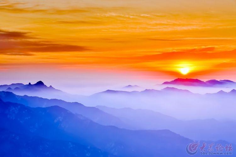 2016年的第一天 临沂蒙山龟蒙顶出现日月同辉和云海奇观 2016年元