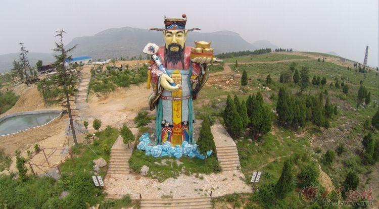 财神山风景区位于枣庄市青檀路北首