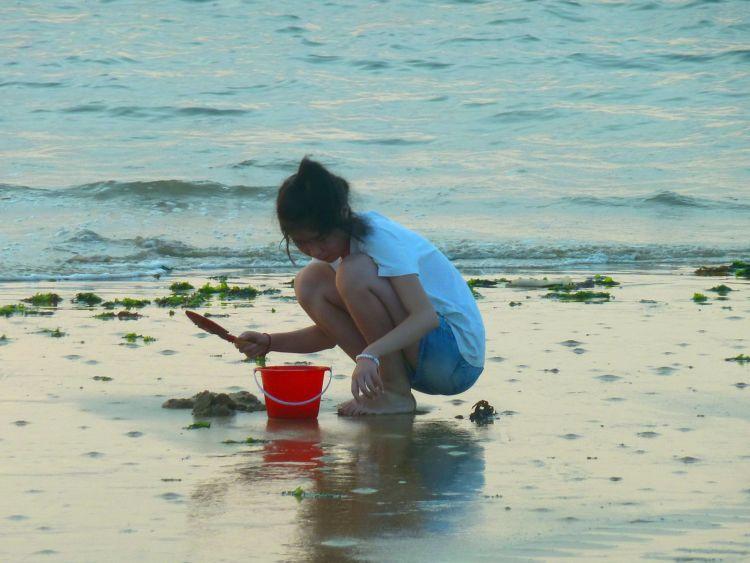 【美图欣赏】赶海的小姑娘
