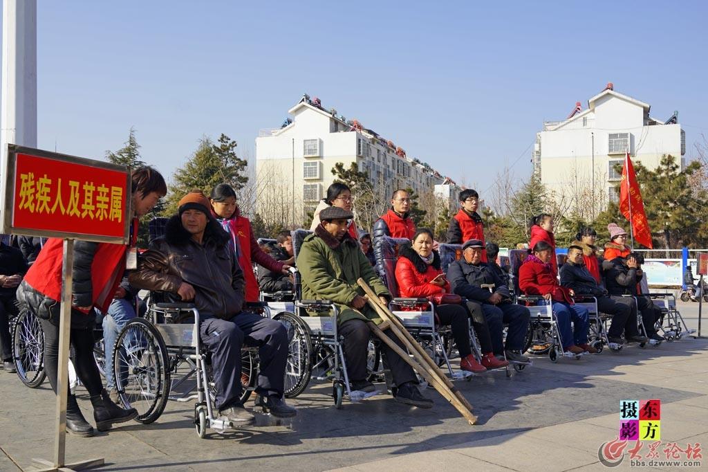 费县赠送轮椅活动2..jpg