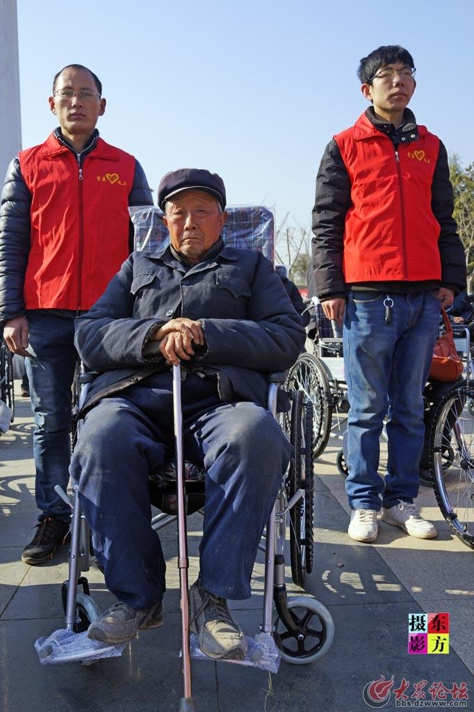 费县赠送轮椅活动7..jpg