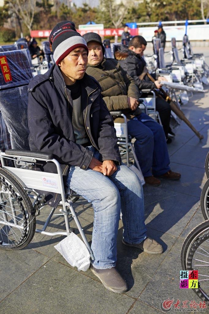 费县赠送轮椅活动11..jpg