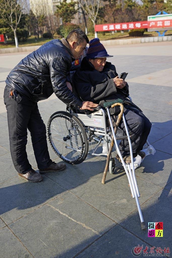 费县赠送轮椅活动14..jpg