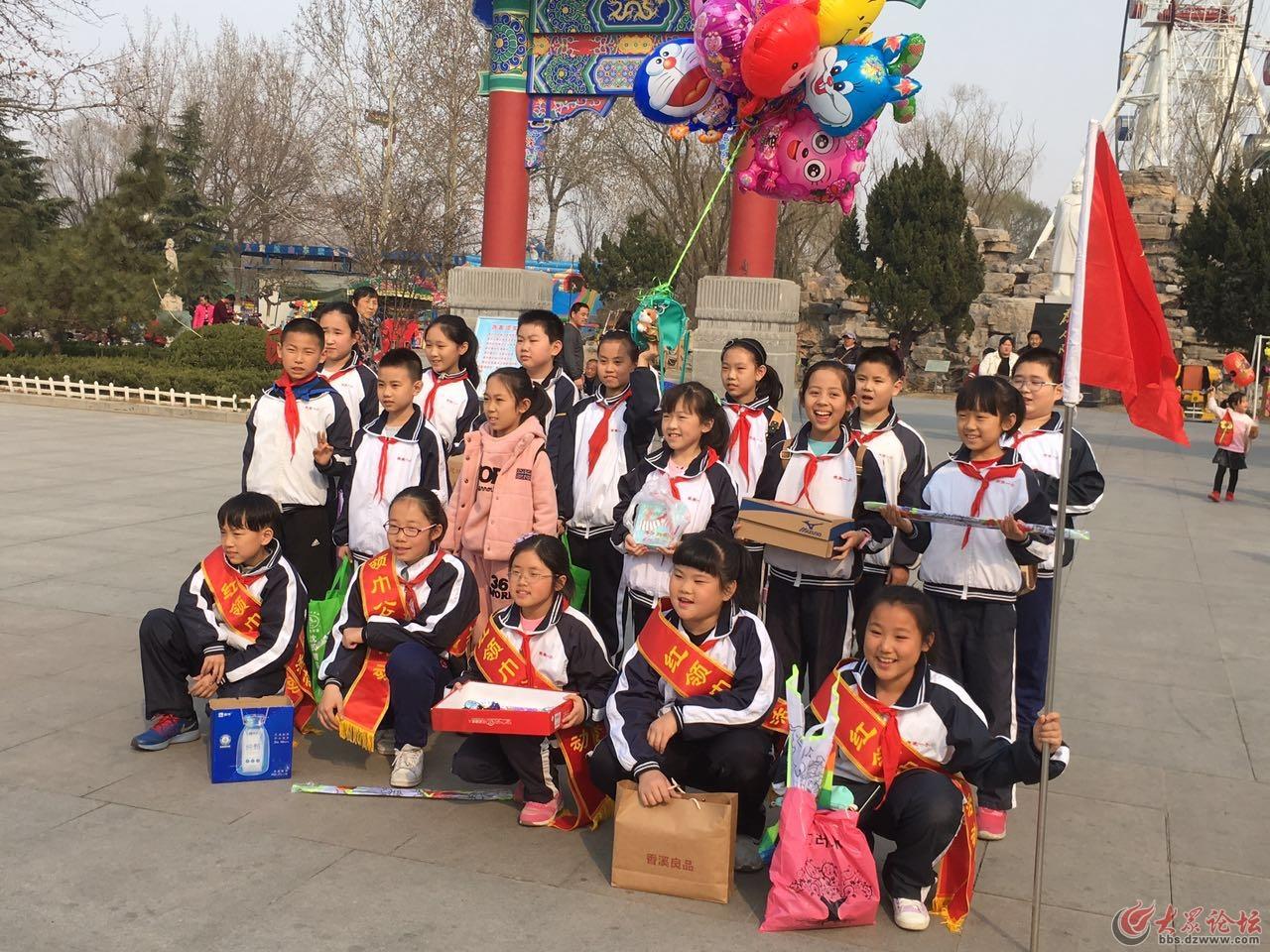 滨州市第一小学/学生礼拜天学雷锋公益活动