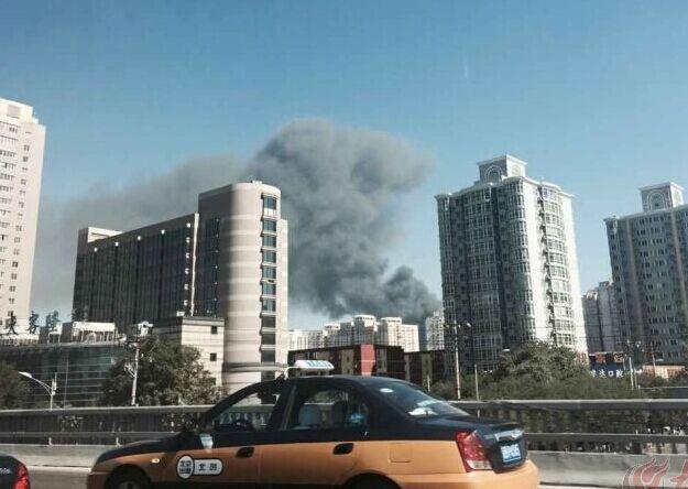 【爆料:北京南站附近发生火灾,浓烟滚滚】